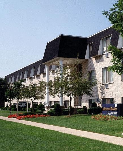 Lakecrest Apartments: Metropolitan Properties